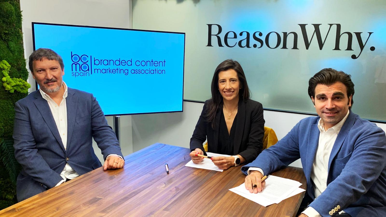 De dcha a izda: Pablo Muñóz, VP Ejecutivo de BCMA, Cristina Barbosa, Presidente de nuestra Asociación y Javier Guadiana, CEO&Founder de Reason Why